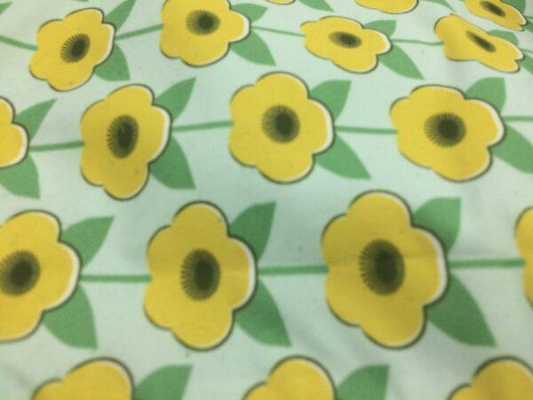 création tissu original, motif fleur jaune