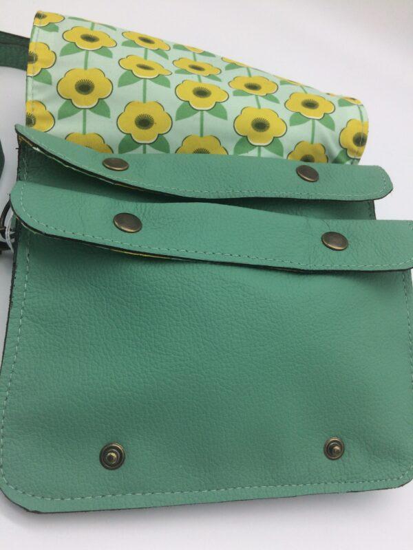 sac en cuir, vert menthe, modèle Félicie, motif fleur naive jaune