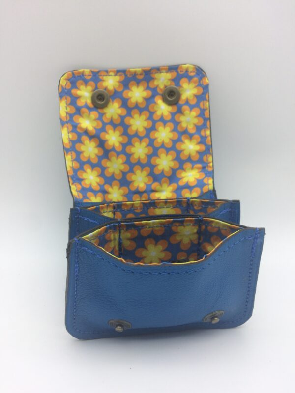 porte-monnaie, porte-cartes, cuir bleu, fleur jaune