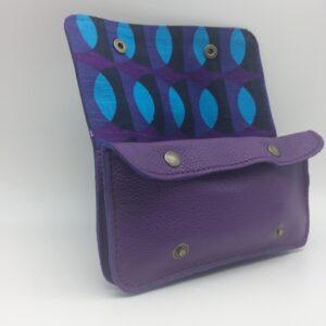 portefeuille, blague a tabac, cuir violet,motif 70 's
